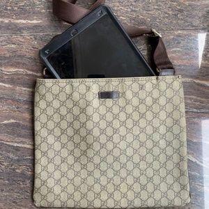 Vintage GUCC1 Ebony GG Messenger Bag